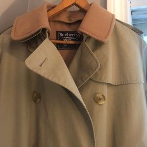 BURBERRY Selkirk Classic Trench Coat . Size 10L.